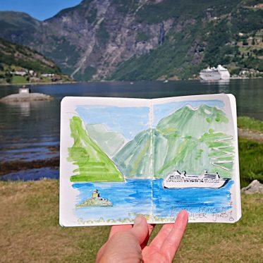 Kreuzfahrtschiff im Geiranger Fjord